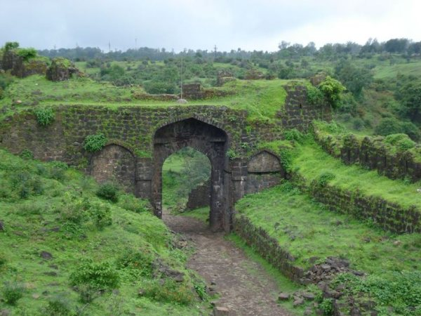 Near by places to visit in Chikhaldara including this old fort